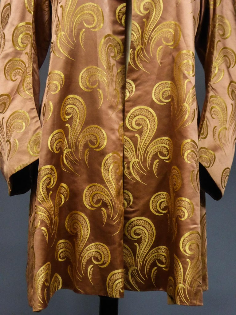 A Brocaded Satin Silk Evening Jacket Circa 1930/1950 For Sale 4