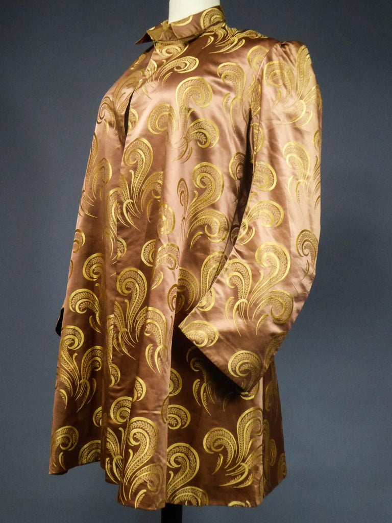 A Brocaded Satin Silk Evening Jacket Circa 1930/1950 For Sale 5