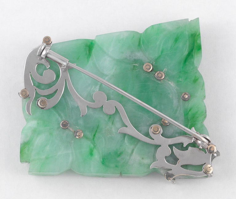 Carved Jadeite Jade, Diamond and White Gold Brooch In Excellent Condition For Sale In Firenze, IT