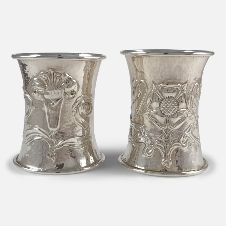 Cased Pair of Arts & Crafts Silver Napkin Rings, Omar Ramsden & Alwyn Carr, 1916 For Sale 5