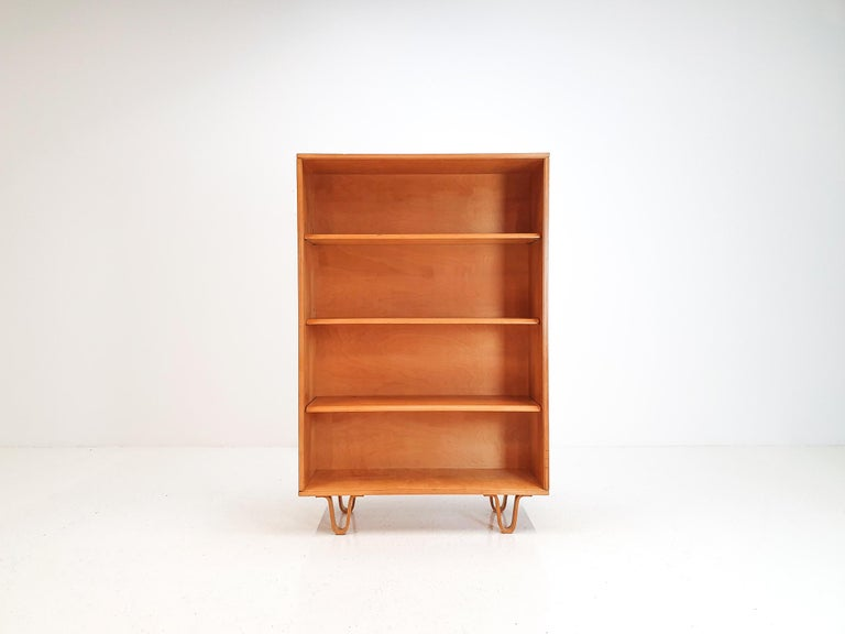 A Cees Braakman designed BB02 birch bookcase, part of the Combex range. An iconic design consisting of shelving and the Cees Braakman signature design feature the looped curved birch legs which make this range so famous.  The piece is in nice