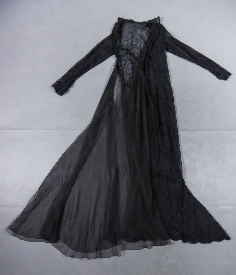 A Chanel Haute Couture Evening Dress by Karl Lagerfeld in Calais Lace Circa 1997 In Excellent Condition For Sale In Toulon, FR