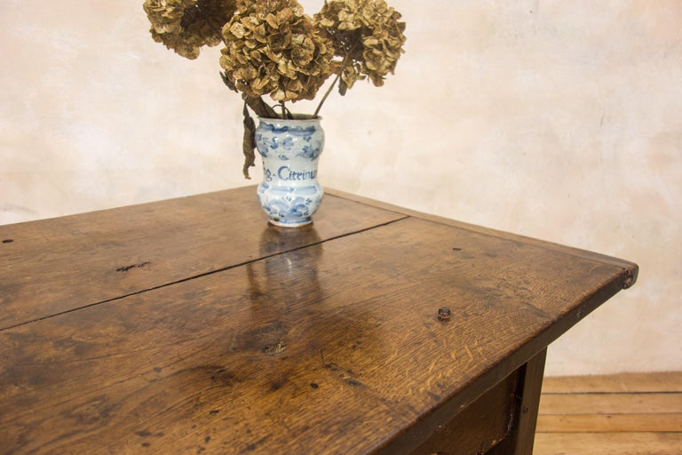 A Charming Mid 18th Century Joined Oak Country Farmhouse Table In Good Condition For Sale In Basingstoke, Hampshire