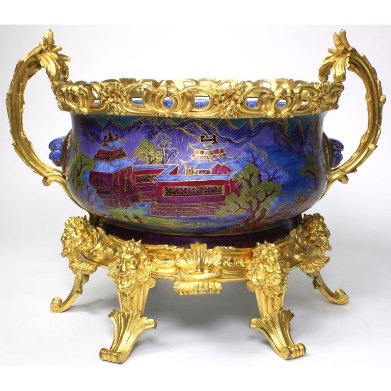 A very fine and large 19th century Chinese export famille verte porcelain and French figural ormolu-mounted Chinoiserie style centerpiece jardinière, in the manner of Edward Holmes Baldock (1777-1845). The circular-ovoid porcelain bowl or cachepot,