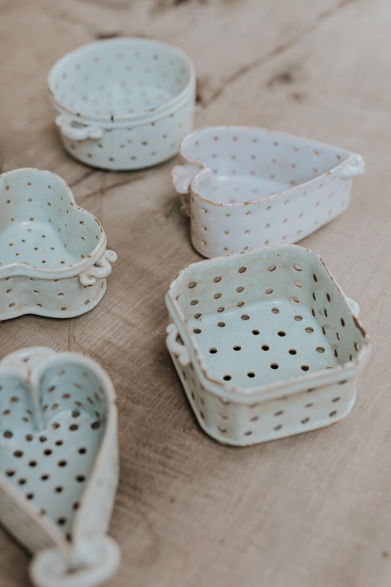 Collection of Porcelain Cheese Moulds In Good Condition For Sale In Brecht, BE