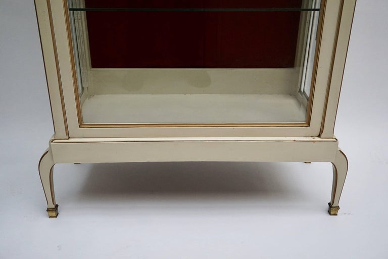 20th Century Cream and Gold Painted Wood and Glass Showcase Vitrine For Sale