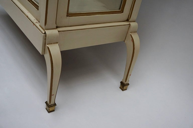 Cream and Gold Painted Wood and Glass Showcase Vitrine For Sale 2