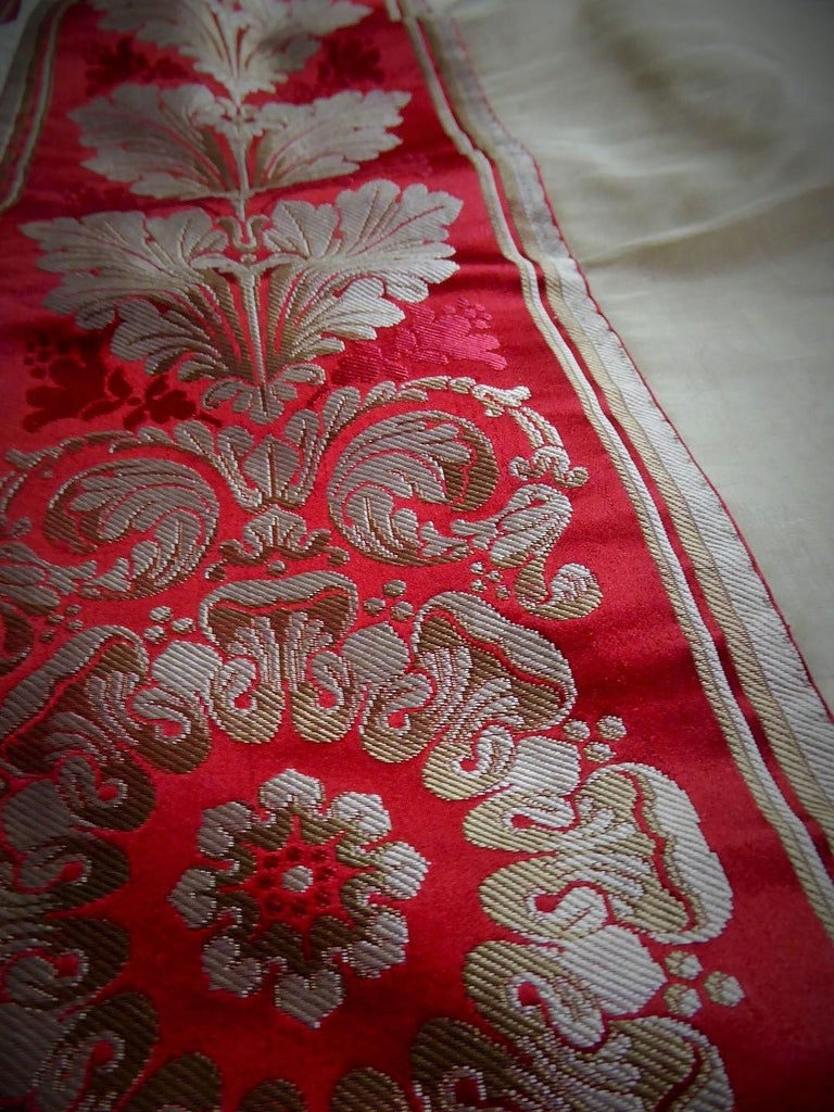 A Curtain in Cream Taffeta and Border in Red and Silver Lampas French Circa 1830 For Sale 6