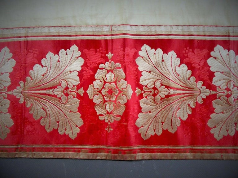 A Curtain in Cream Taffeta and Border in Red and Silver Lampas French Circa 1830 For Sale 2