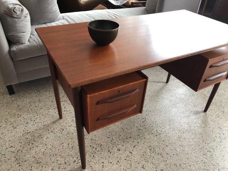 Danish Teak Desk by Pedersen with Floating Top For Sale 7