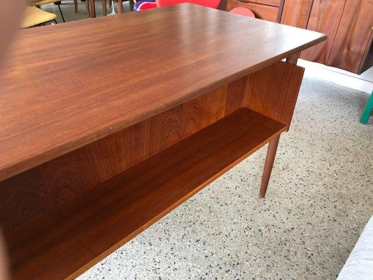 Danish Teak Desk by Pedersen with Floating Top For Sale 3