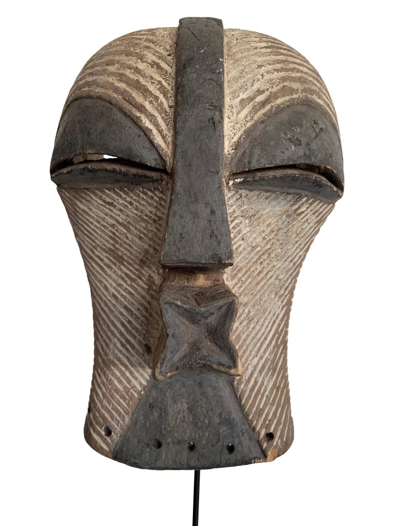 Female Songye Kifwebe Hand Carved Ceremonial Mask In Good Condition In London, GB