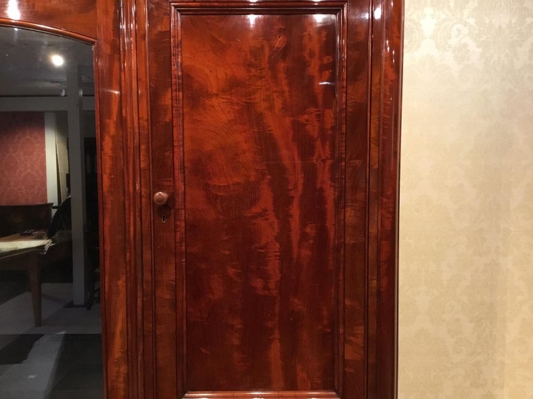 Figured Mahogany Victorian Period Wardrobe by Holland & Sons of London In Good Condition For Sale In Darwen, GB