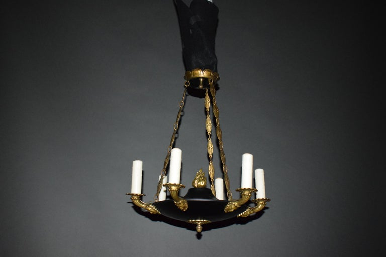 A fine and elegant Empire style chandelier. France, circa 1910. 6 lights Dimensions: 21.5