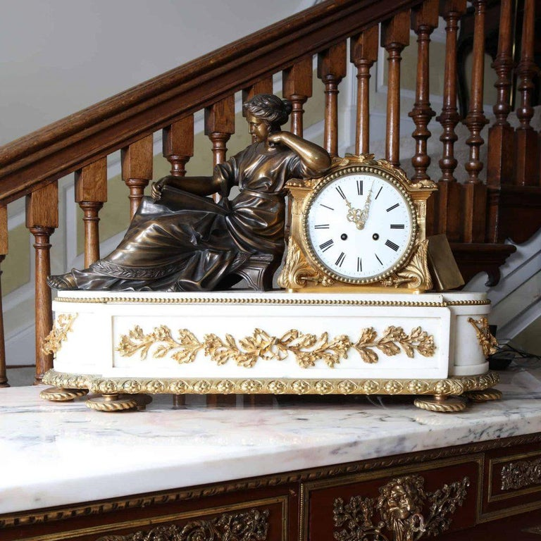 Fine French Neoclassical Marble and Gilt Bronze Ormolu Mantel Clock In Good Condition For Sale In London, by appointment only