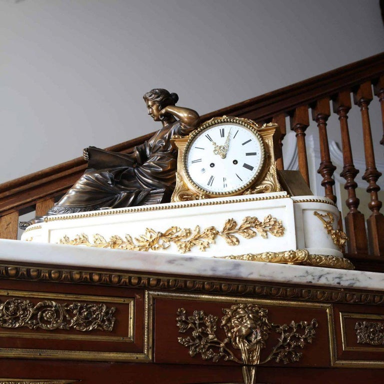19th Century Fine French Neoclassical Marble and Gilt Bronze Ormolu Mantel Clock For Sale