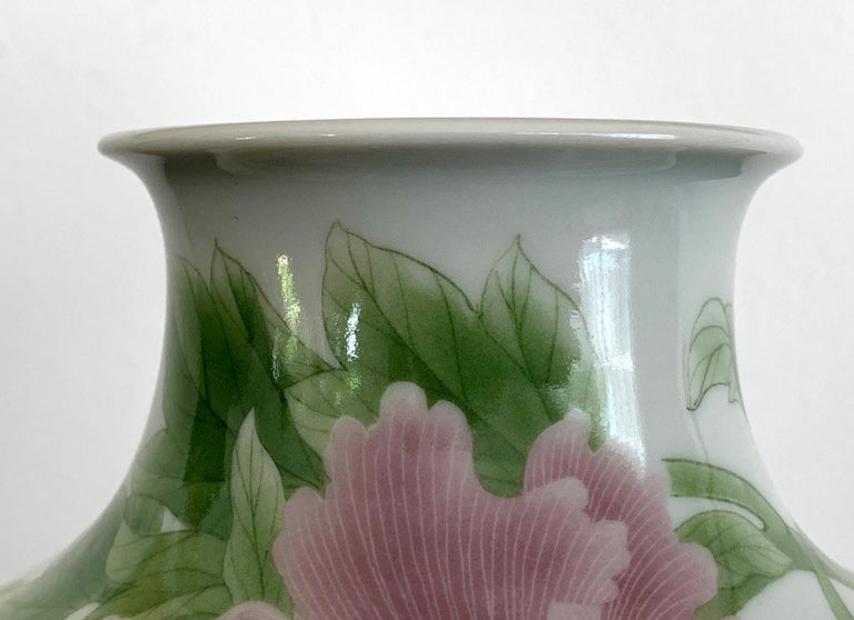 Fine Japanese Porcelain Vase by Makuzu Kozan Meiji Period For Sale 4