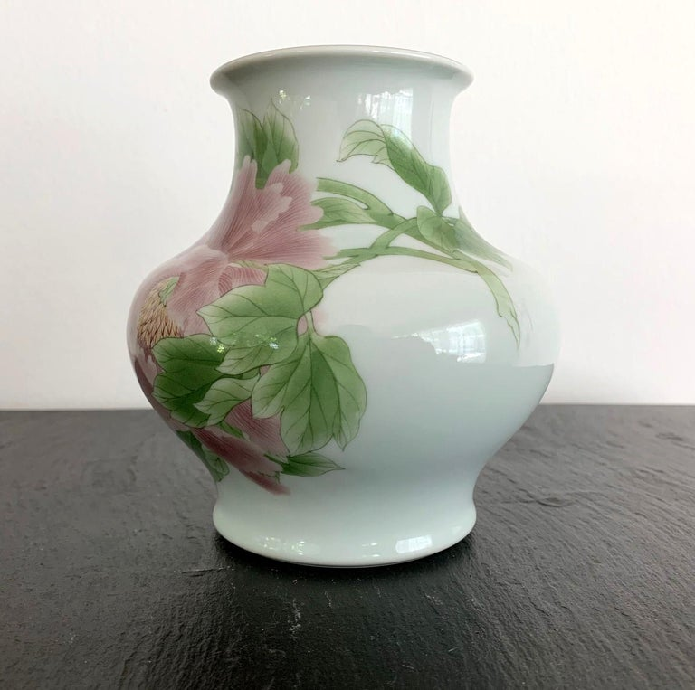 Japonisme Fine Japanese Porcelain Vase by Makuzu Kozan Meiji Period For Sale