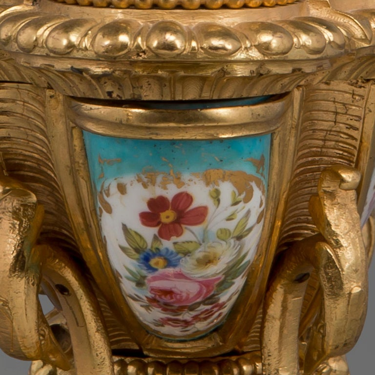 Fine Louis XV Style Gilt-Bronze and Sèvres Style Porcelain Inkwell, circa 1890 For Sale 3