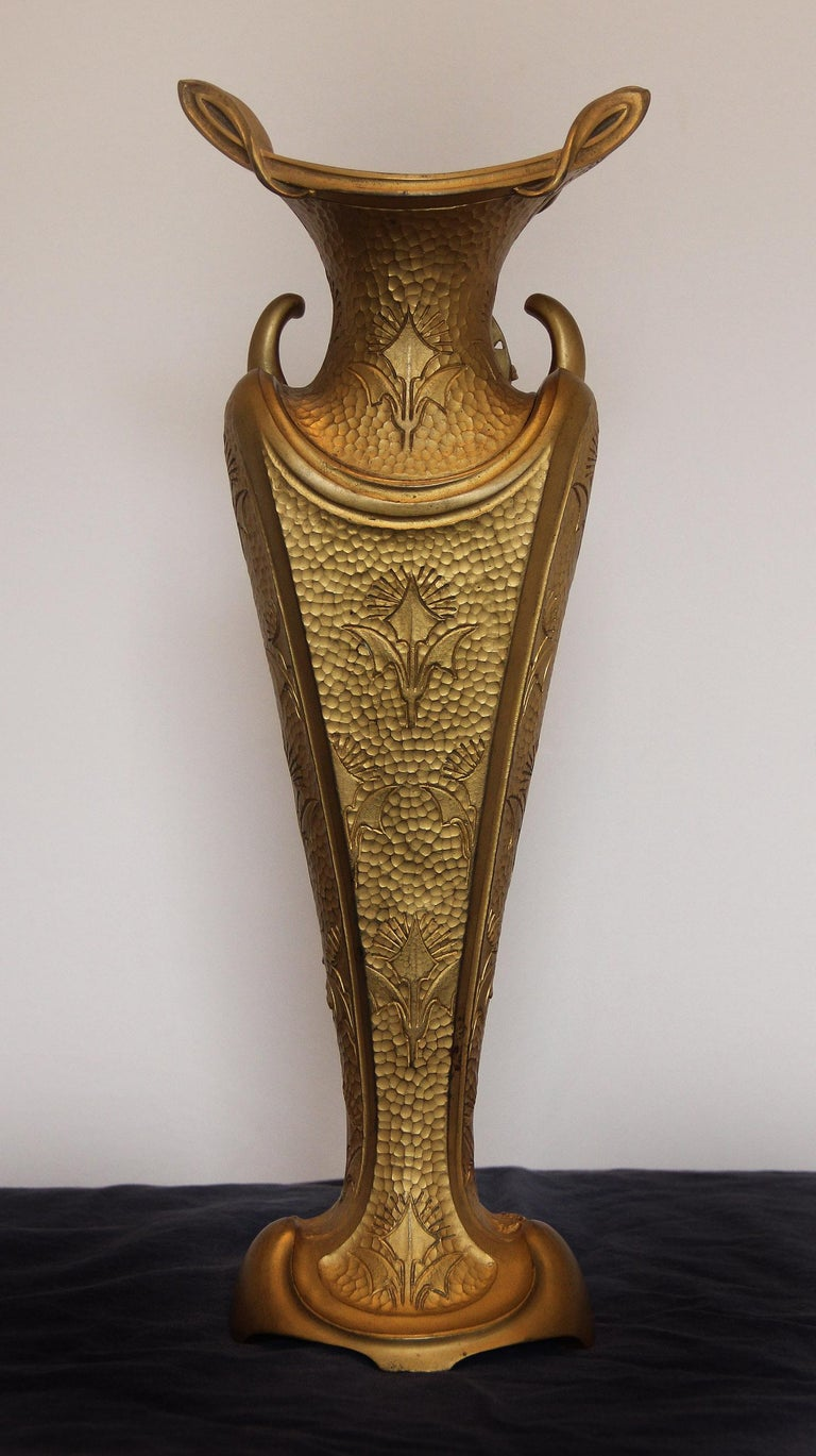 Fine Turn of the Century Art Nouveau Gilt Bronze Vase or Centerpiece In Good Condition For Sale In New York, NY