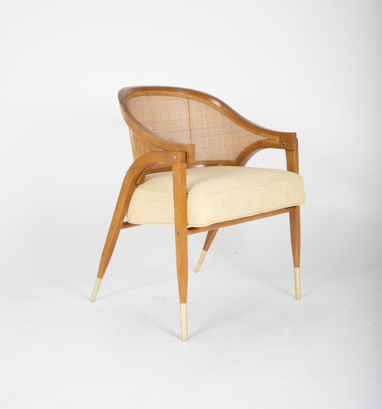 A distinctively modern chair, the model 5480 also as an intrinsically organic feel because of its materials. It is for this reason it has the ability to cross over and work well with both modern and traditional interiors.