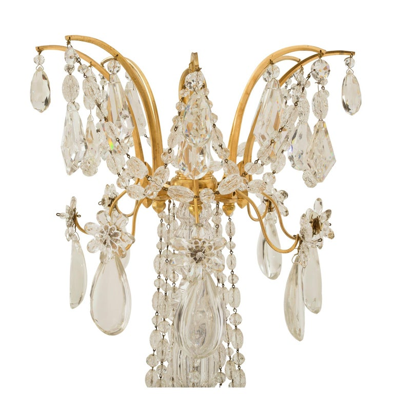 French 19th Century Louis XVI St. Marie Antoinette Baccarat Crystal Chandelier In Excellent Condition For Sale In West Palm Beach, FL