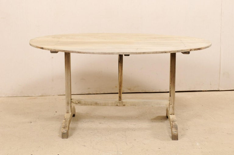 French 19th Century Oval-Shaped Wine Tasting Tilt-Top Table In Good Condition For Sale In Atlanta, GA