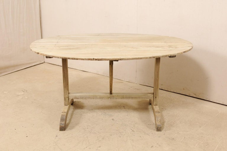 French 19th Century Oval-Shaped Wine Tasting Tilt-Top Table For Sale 1