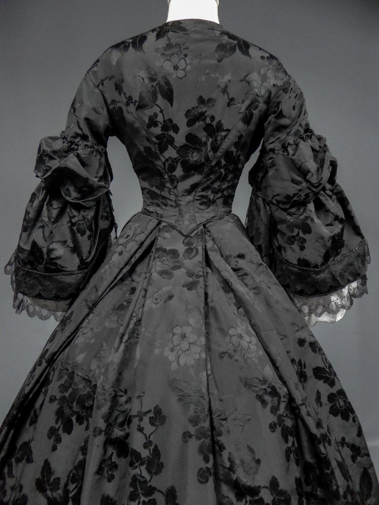 A French Crinoline Damask Silk Day Dress Circa 1865 with Provenance For Sale 5