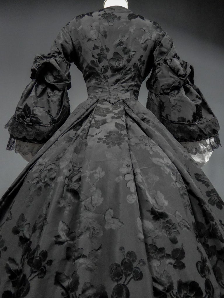 A French Crinoline Damask Silk Day Dress Circa 1865 with Provenance For Sale 6