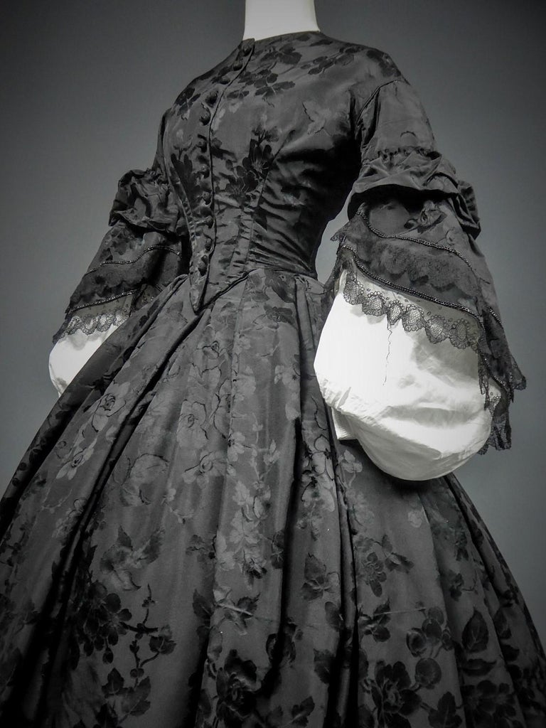 A French Crinoline Damask Silk Day Dress Circa 1865 with Provenance For Sale 8