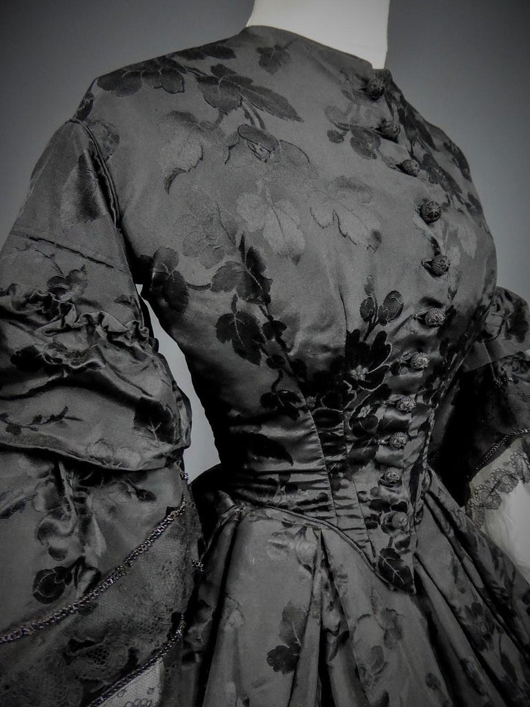 A French Crinoline Damask Silk Day Dress Circa 1865 with Provenance For Sale 2
