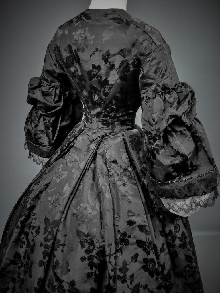 A French Crinoline Damask Silk Day Dress Circa 1865 with Provenance For Sale 4