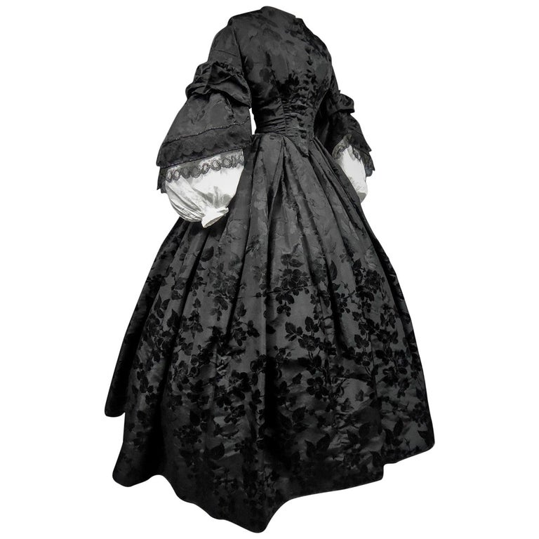 A French Crinoline Damask Silk Day Dress Circa 1865 with Provenance For Sale
