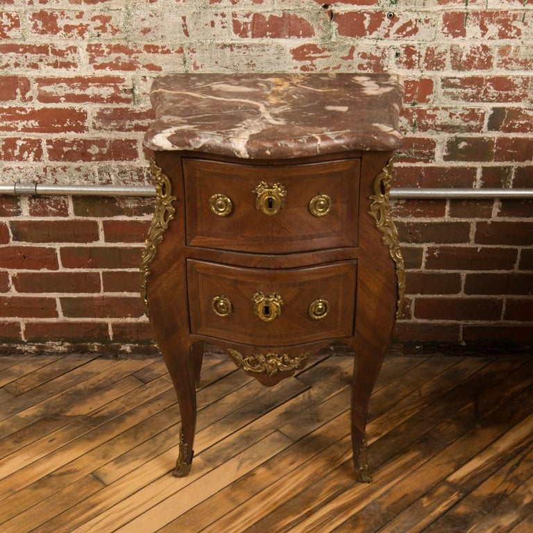 French Louis XV Style Marquetry Night Stand Side Cabinet, circa 1940 In Good Condition For Sale In Philadelphia, PA