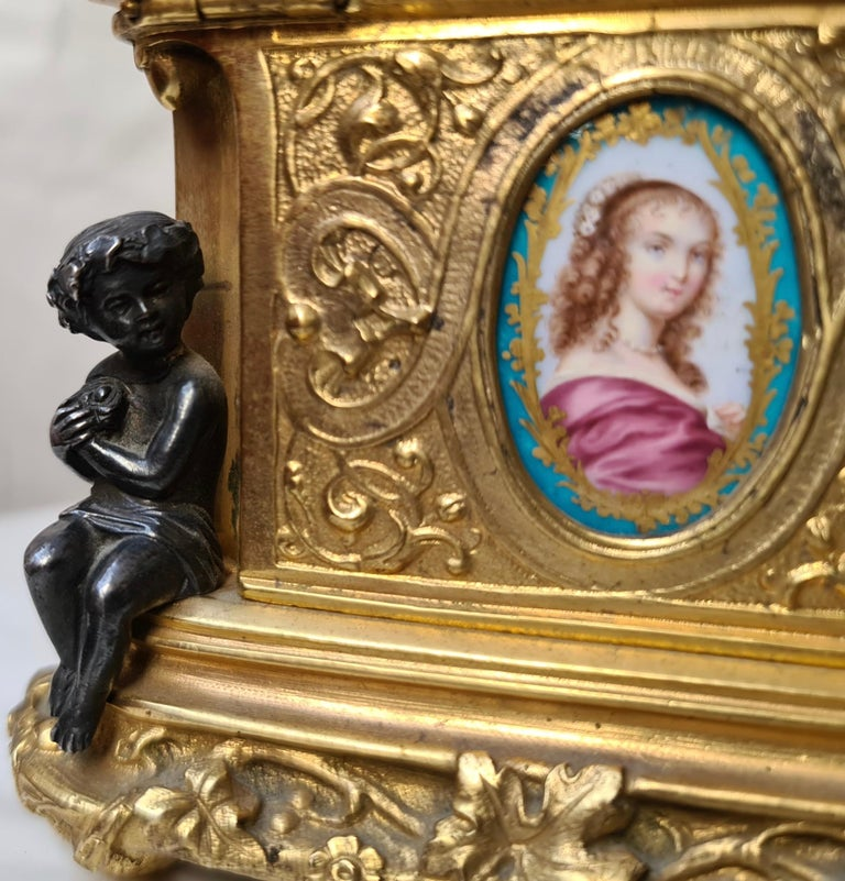 French Napoléon III Ormolu and Sèvres Porcelain Jewelry Casket For Sale 3
