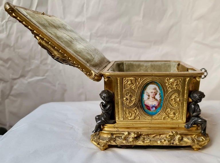 French Napoléon III Ormolu and Sèvres Porcelain Jewelry Casket For Sale 7