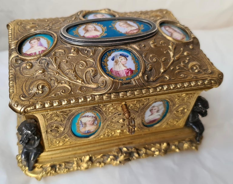 Belle Époque French Napoléon III Ormolu and Sèvres Porcelain Jewelry Casket For Sale