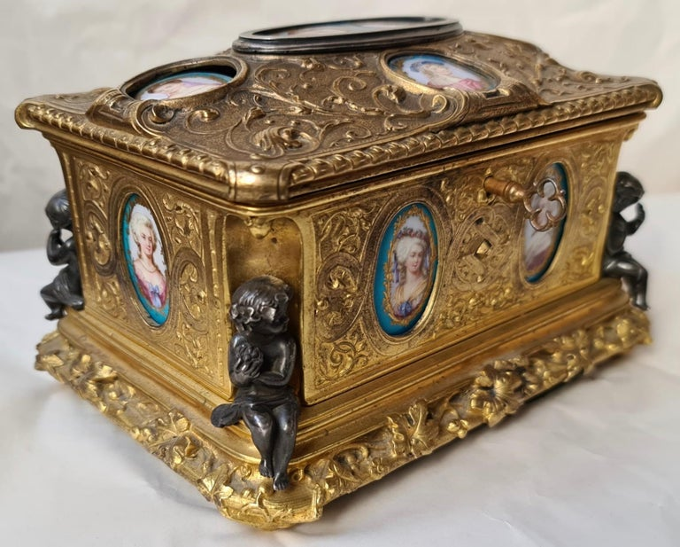 French Napoléon III Ormolu and Sèvres Porcelain Jewelry Casket In Good Condition For Sale In Saint-Ouen, FR