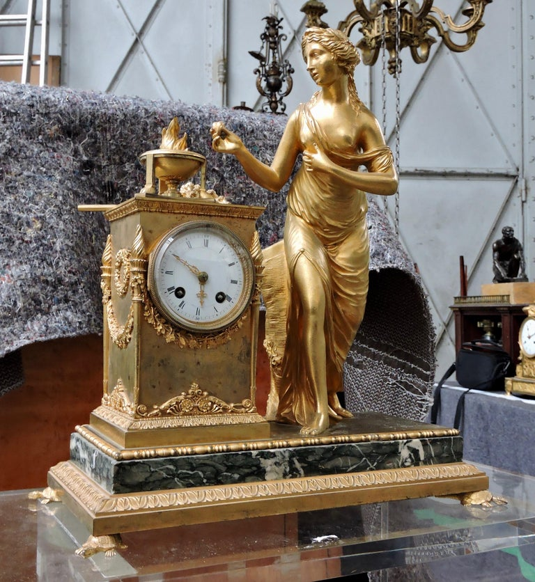 French Restauration Marble and Ormolu Mantle Clock In Fair Condition For Sale In Saint-Ouen, FR