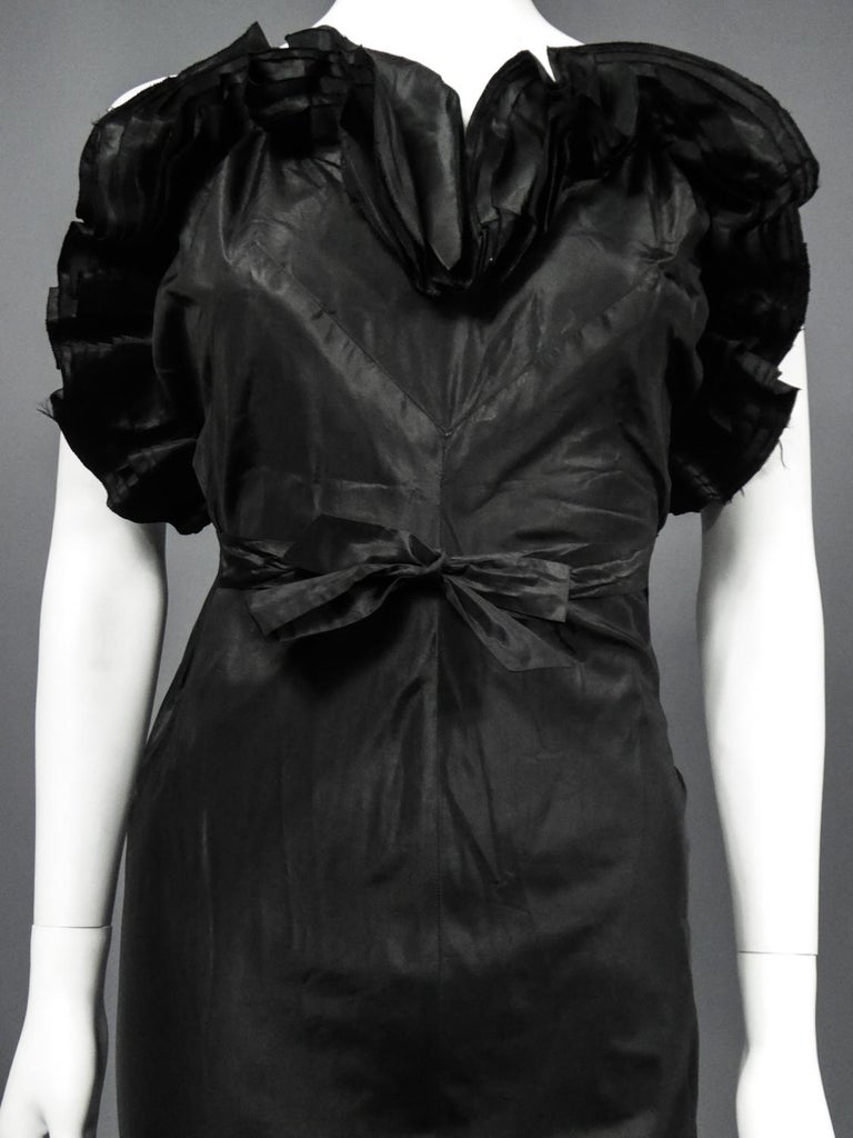 A French Taffeta Couture Evening Dress Possibly Worth Circa 1935 In Good Condition For Sale In Toulon, FR