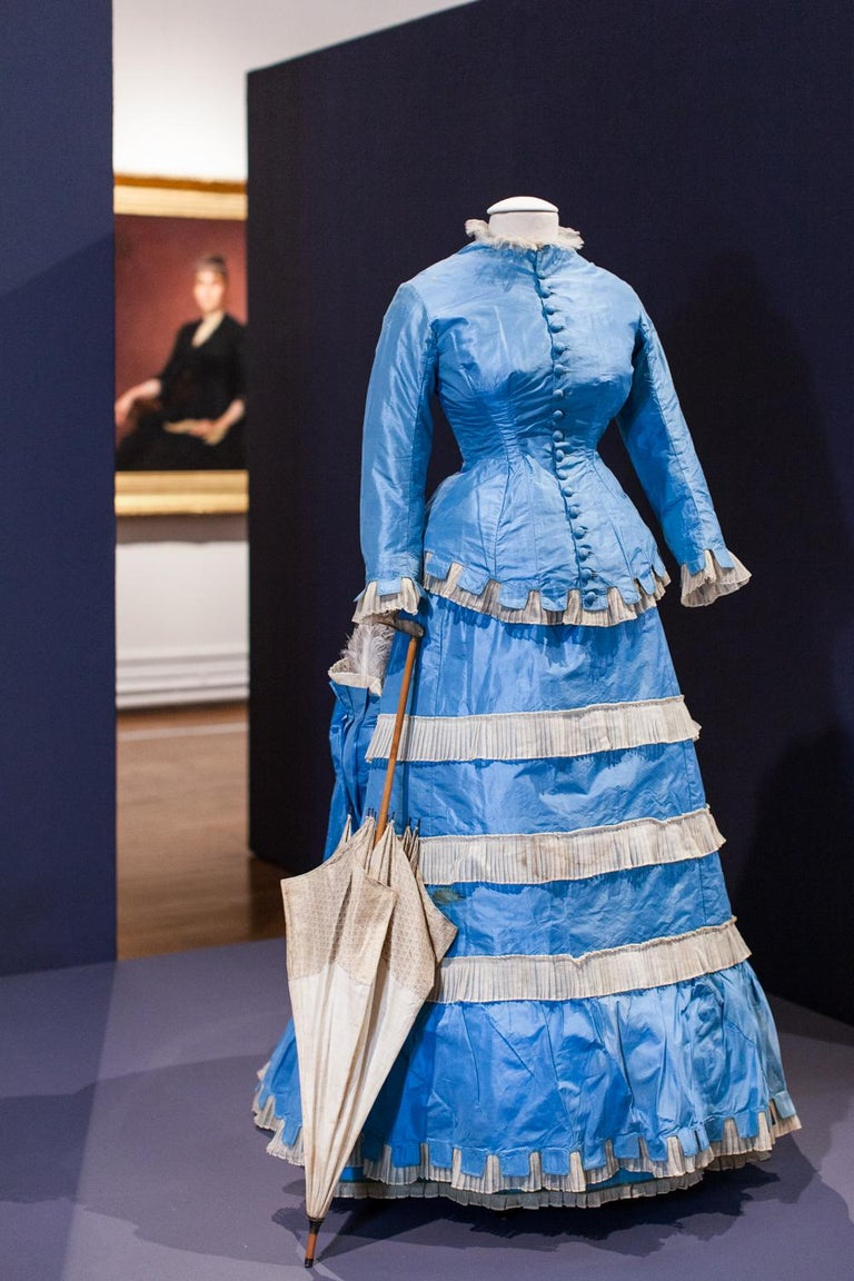 A French Victorian Bustle Day Dress and Pouf in Sky-blue Taffeta Circa 1875 For Sale 6