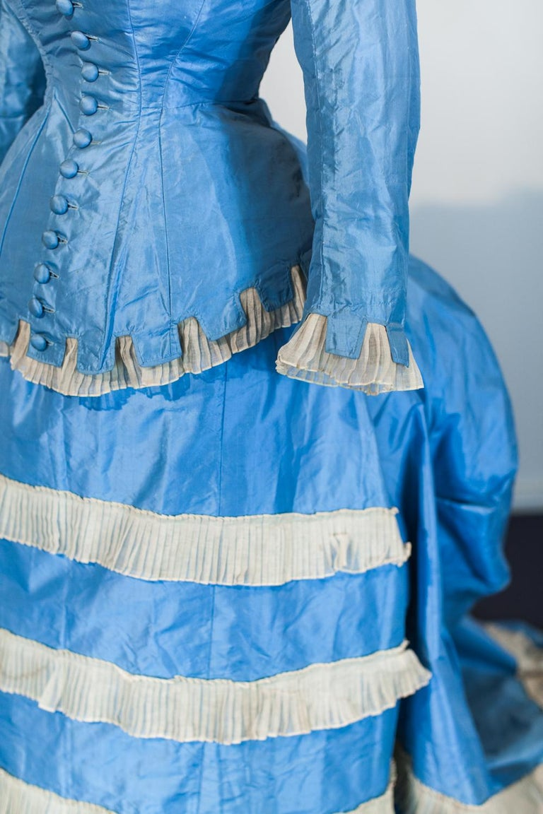 A French Victorian Bustle Day Dress and Pouf in Sky-blue Taffeta Circa 1875 For Sale 1
