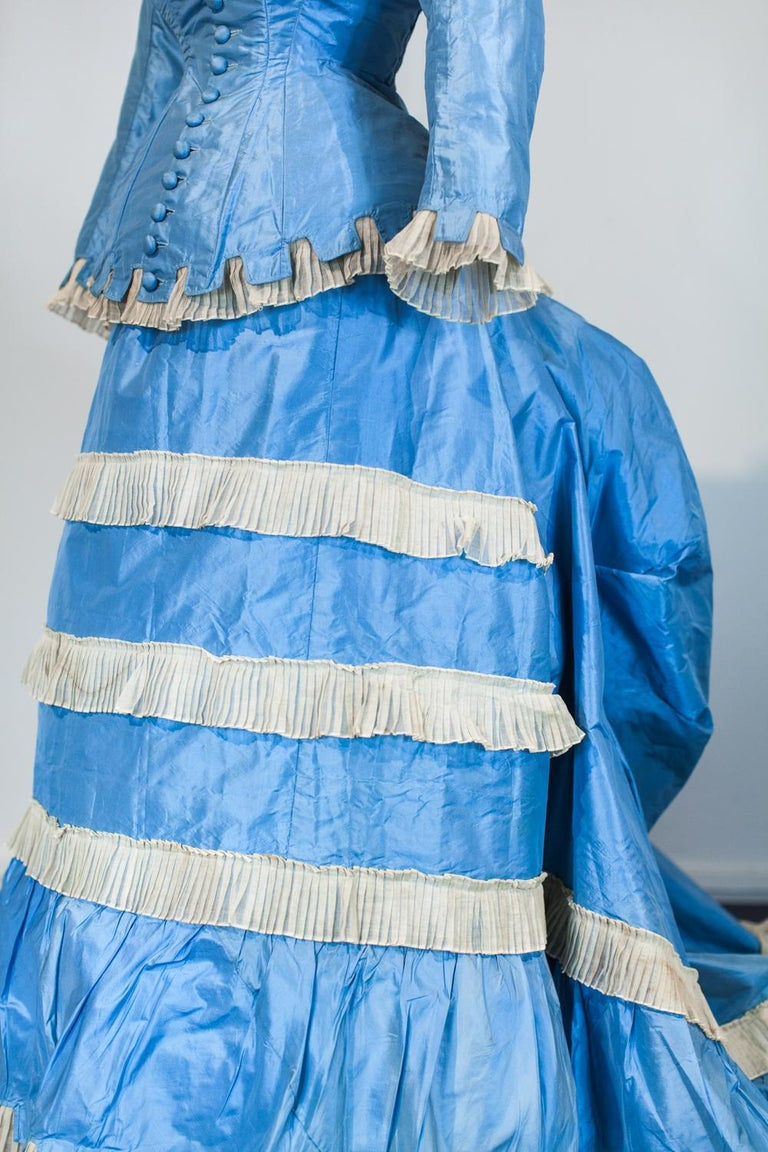 A French Victorian Bustle Day Dress and Pouf in Sky-blue Taffeta Circa 1875 For Sale 2