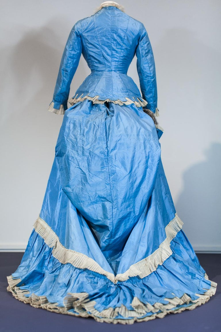 A French Victorian Bustle Day Dress and Pouf in Sky-blue Taffeta Circa 1875 For Sale 3