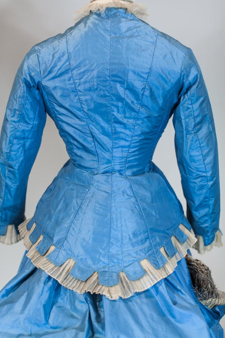 A French Victorian Bustle Day Dress and Pouf in Sky-blue Taffeta Circa 1875 For Sale 4