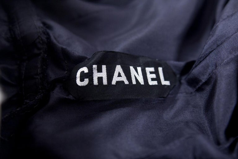 A Gabrielle Chanel Haute Couture Evening Navy Dress Numbered 42506 Circa 1955 In Good Condition For Sale In Toulon, FR