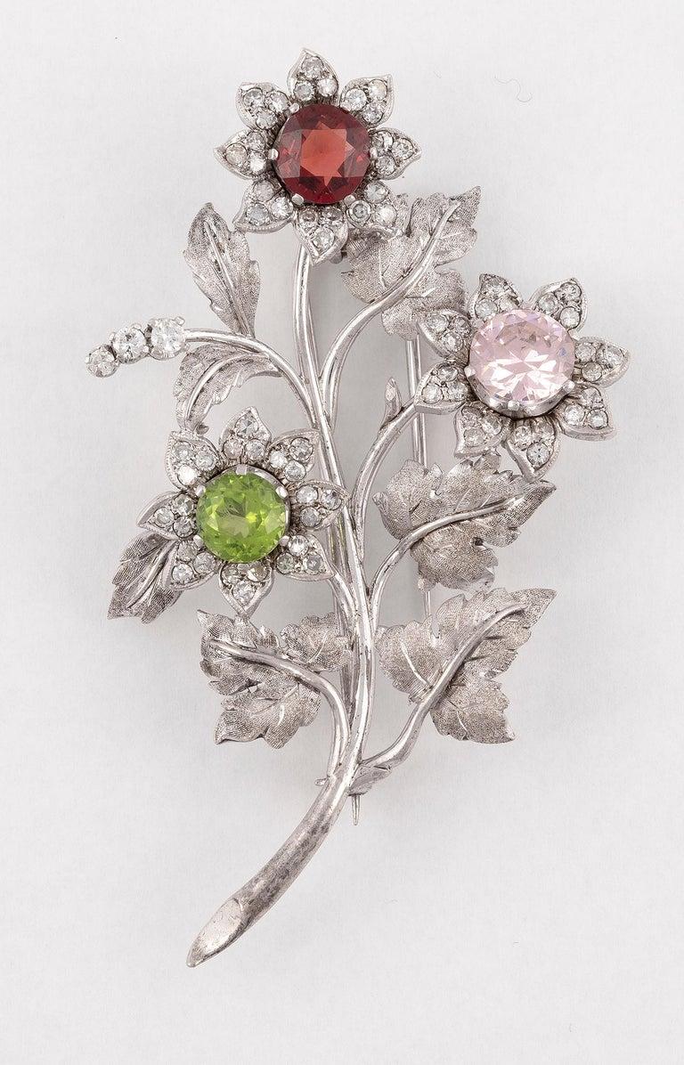 Retro Gem-Set Diamond and Eighteen Karat White Gold Brooch For Sale