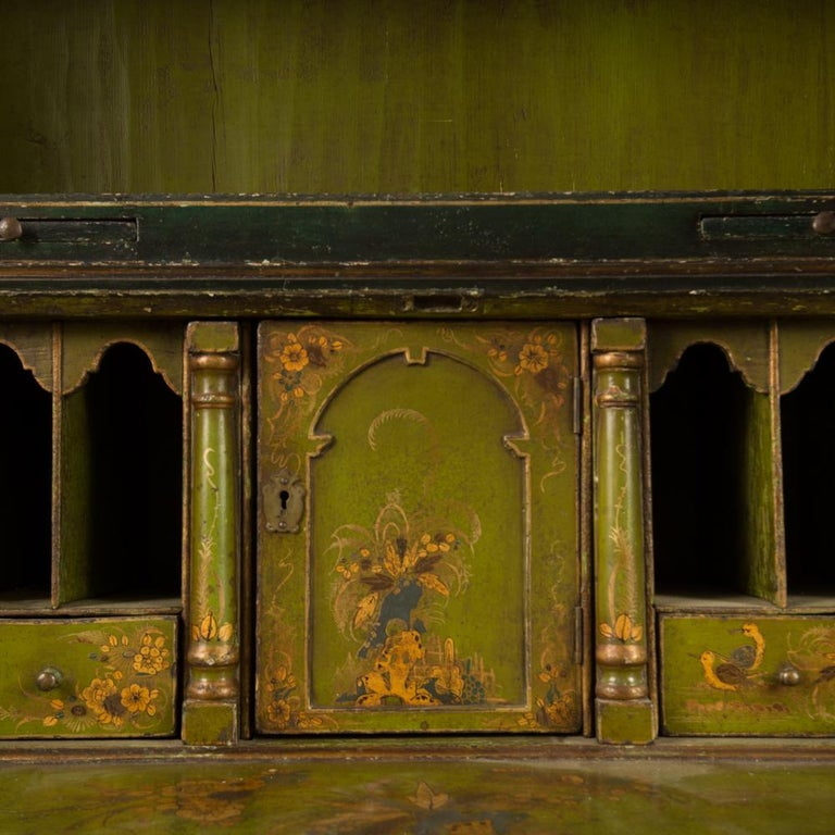George I Green Japaned and Parcel Gilt Lacquer Bureau, 18th C For Sale 4