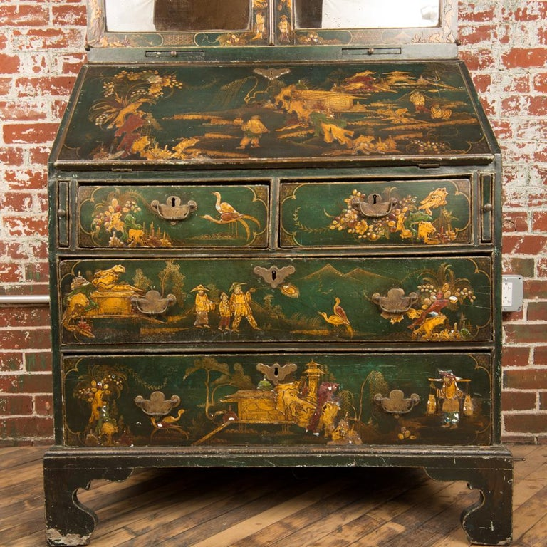 Japanned George I Green Japaned and Parcel Gilt Lacquer Bureau, 18th C For Sale